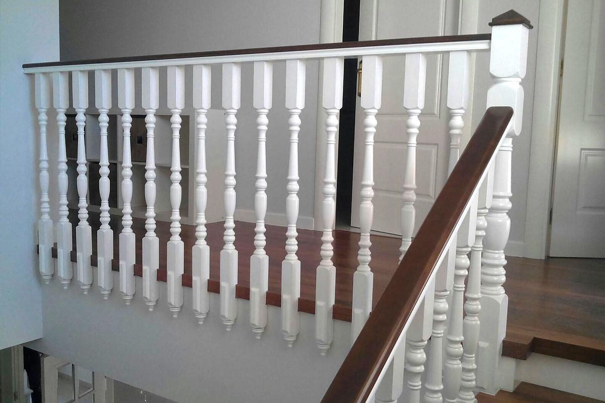 Baranda lacada y escalera laminada barandas ordo ez - Escaleras blancas ...